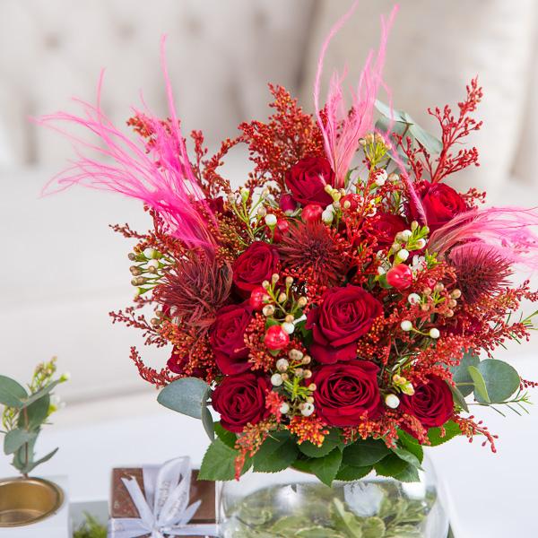 لوسي 'زهور مع قاعدة زهور مع قاعدة