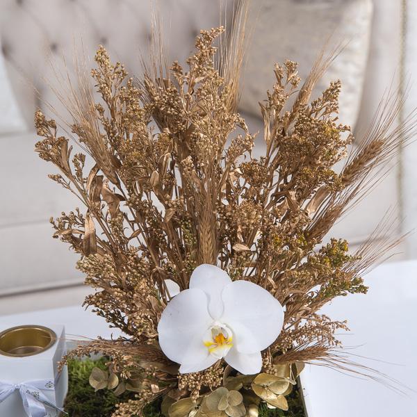 جوليا 'زهور مع قاعدة زهور مع قاعدة