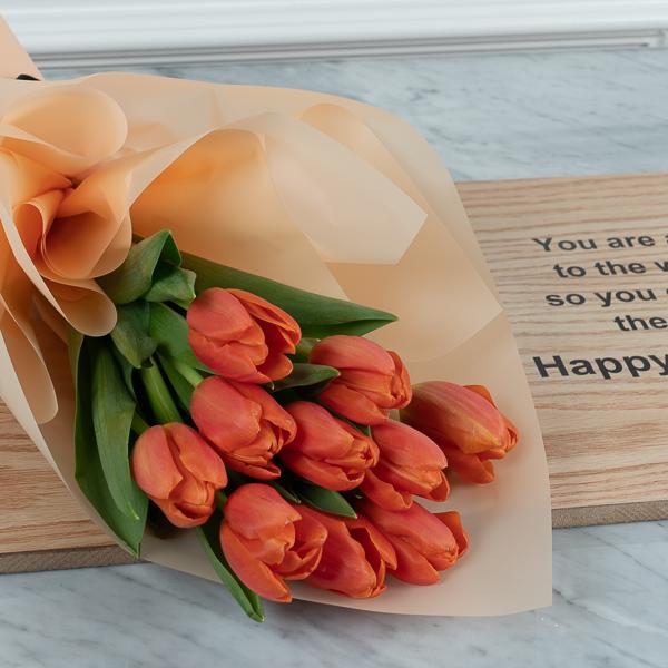 بوكيه مع اهداء HB1 زهور مع قاعدة زهور مع قاعدة