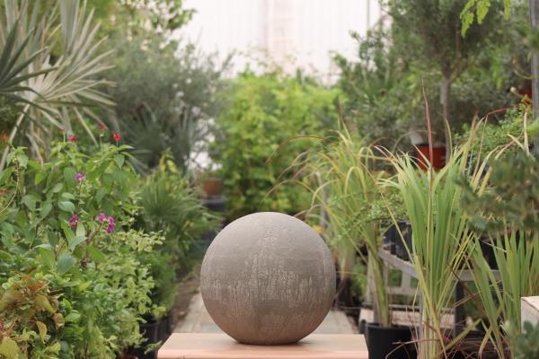 كرة خرسانية  ديكورات الحدائق