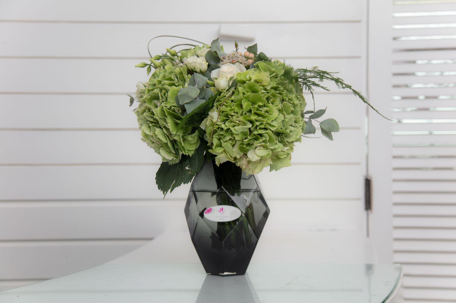 الرساله زهور مع قاعدة