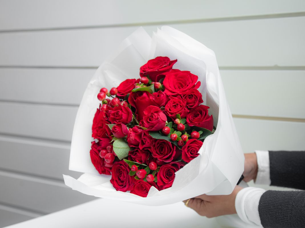 hand bouquets small Red Love