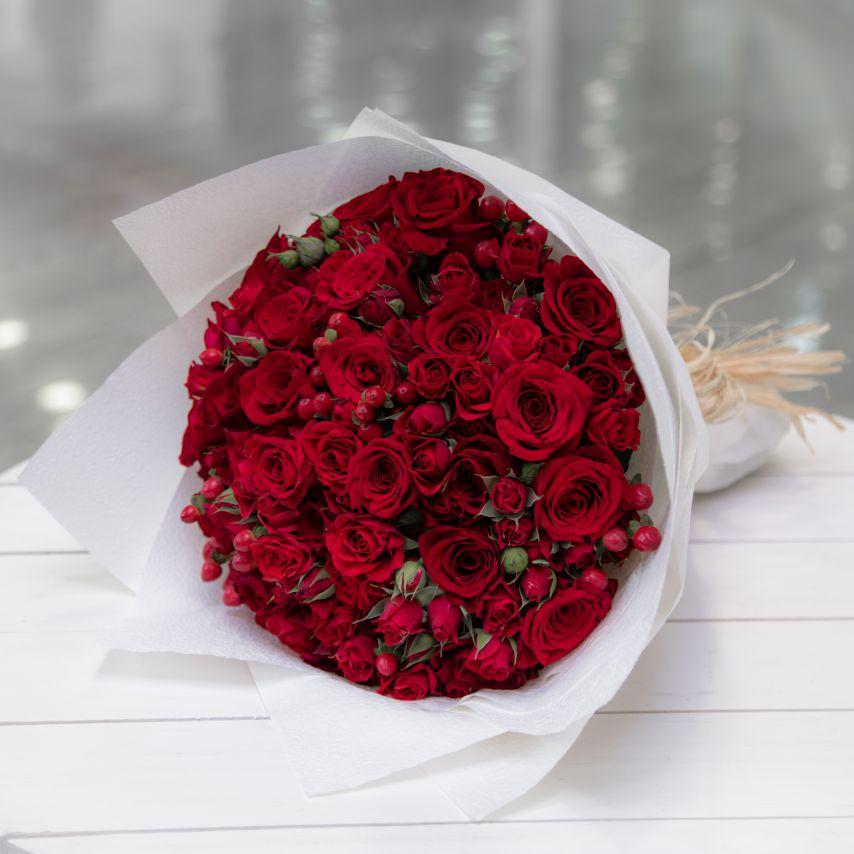 بوكيه أحمر وأبيض 'Hand Bouquets AR '