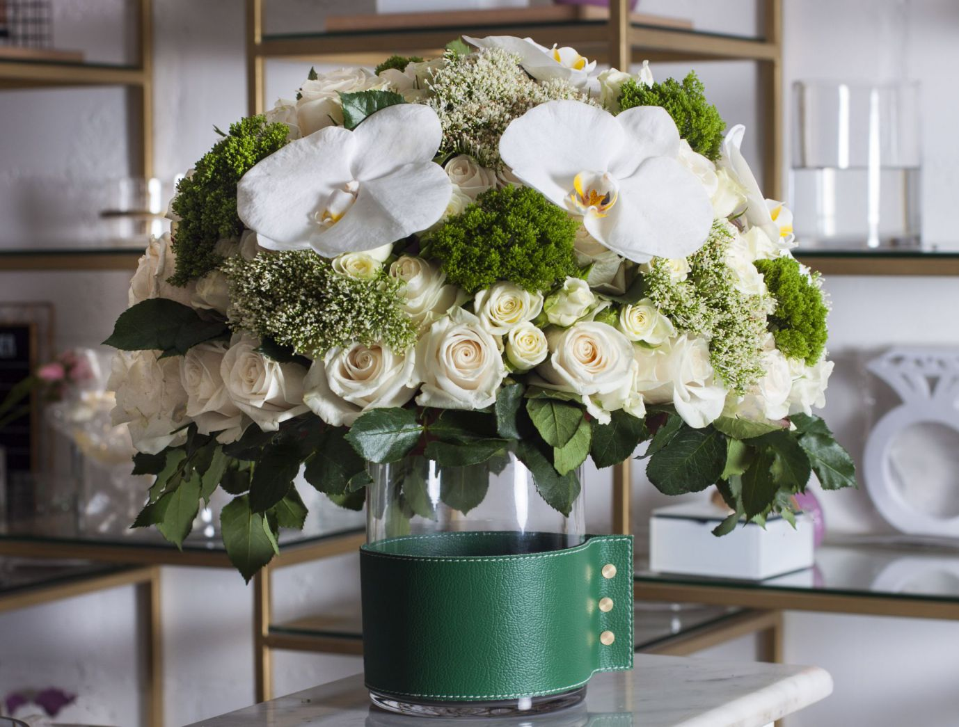 جرين لاذر فيز 'زهور مع قاعدة'