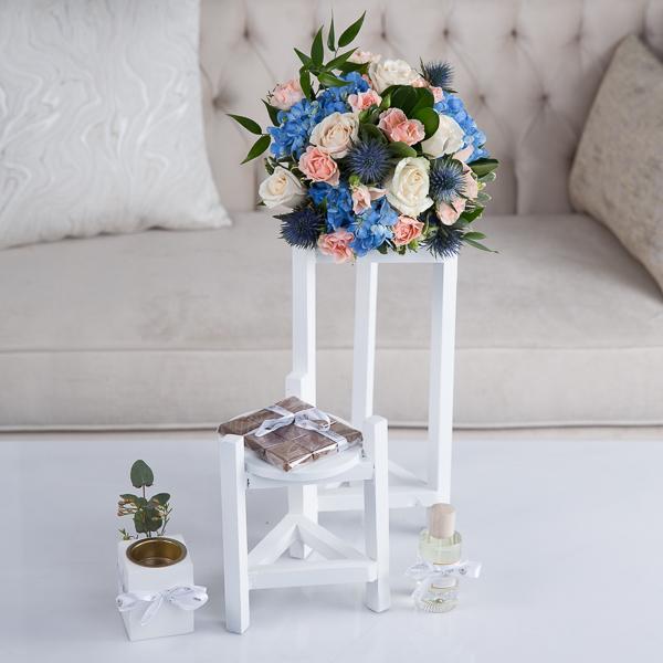 آريا زهور مع قاعدة