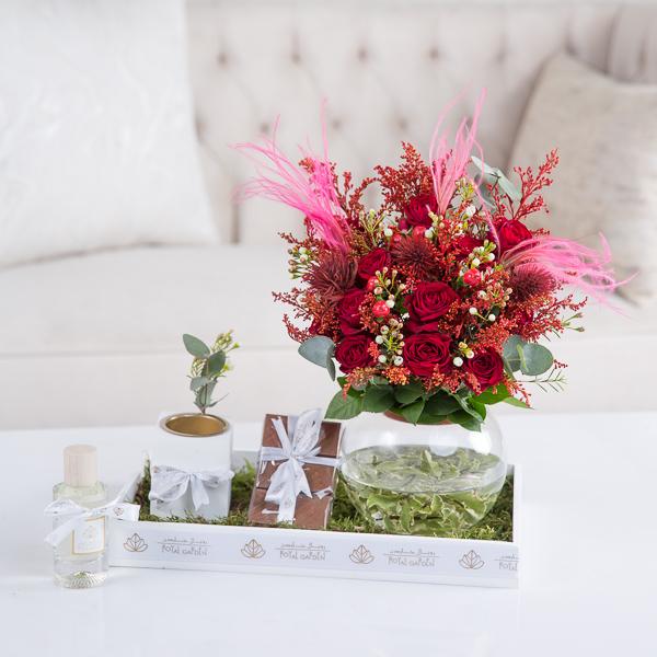 لوسي 'زهور مع قاعدة'