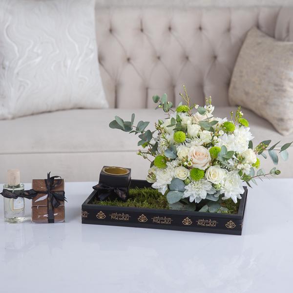 نيفا 'زهور مع قاعدة'
