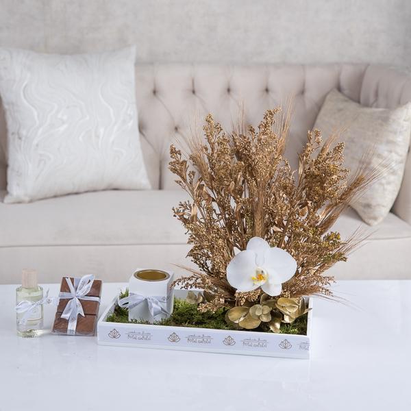 جوليا 'زهور مع قاعدة'