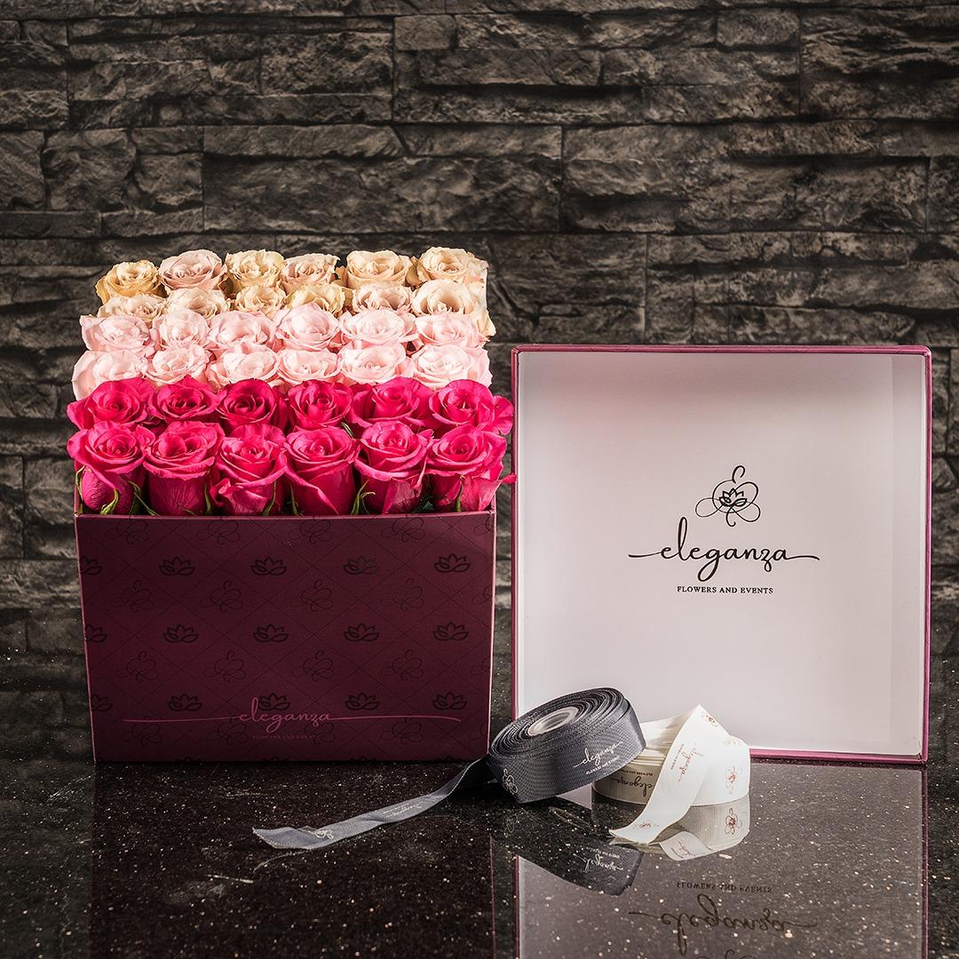 Bloom Box TriColor زهور مع قاعدة