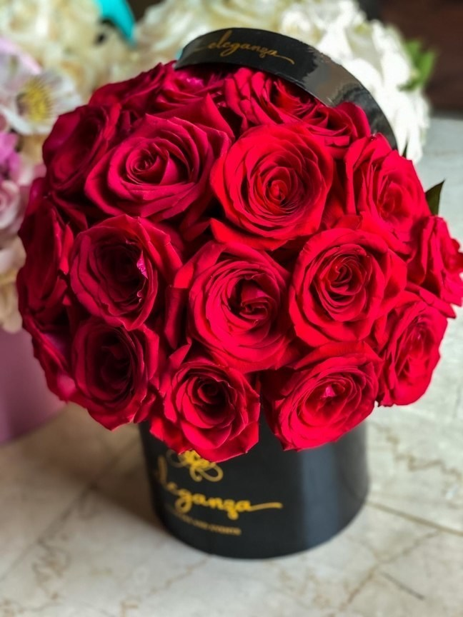 Signature BloomBox (Round) - Red Rose Red Love