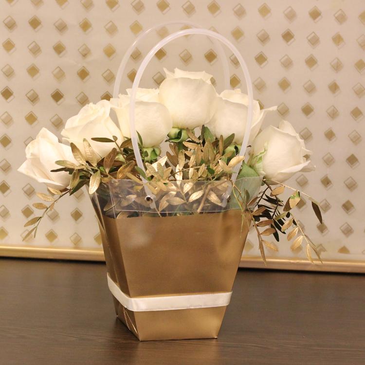 جولدن بوو 'زهور مع قاعدة'