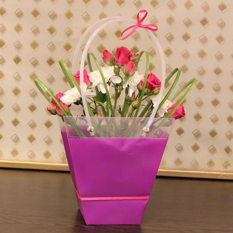 فيوليت باج  'زهور مع قاعدة'