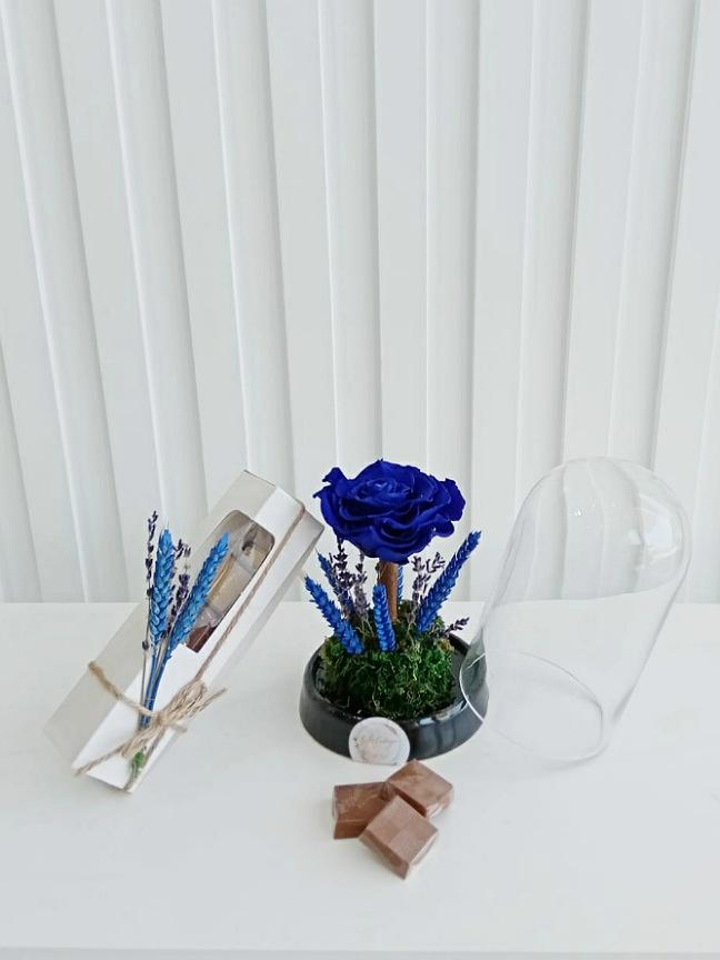وردة دائمة زرقاء سلة هدية