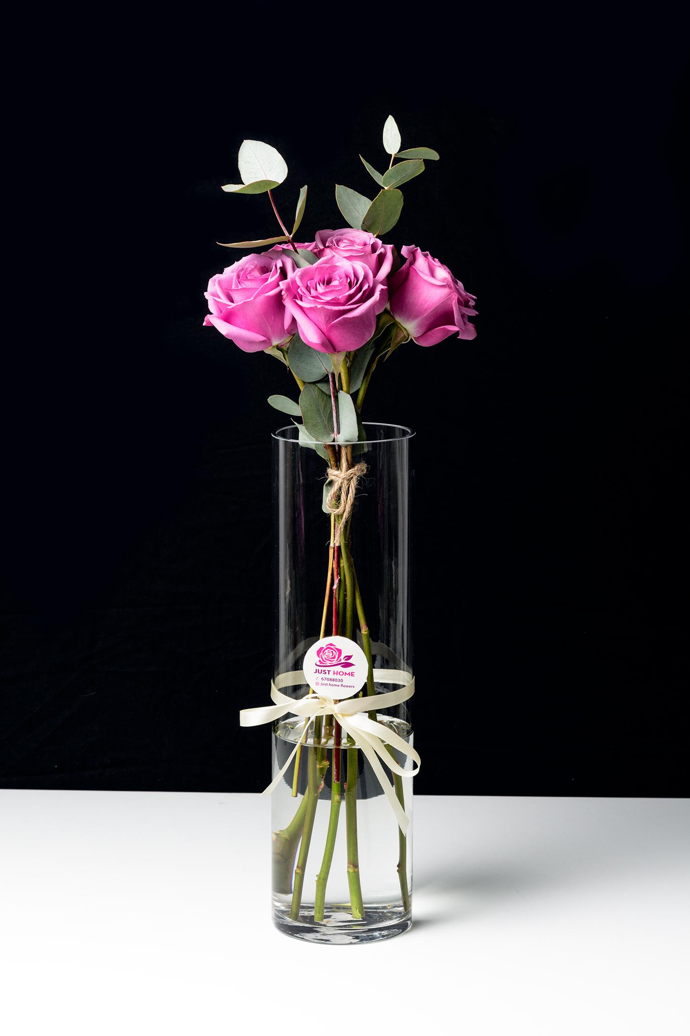 الحب 'زهور مع قاعدة'
