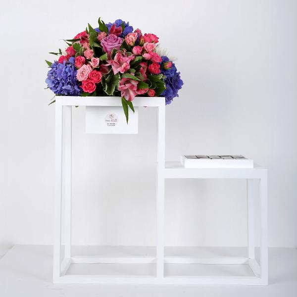 ستاند ورد وشوكولاتة - أبيض 'باقة زهور'