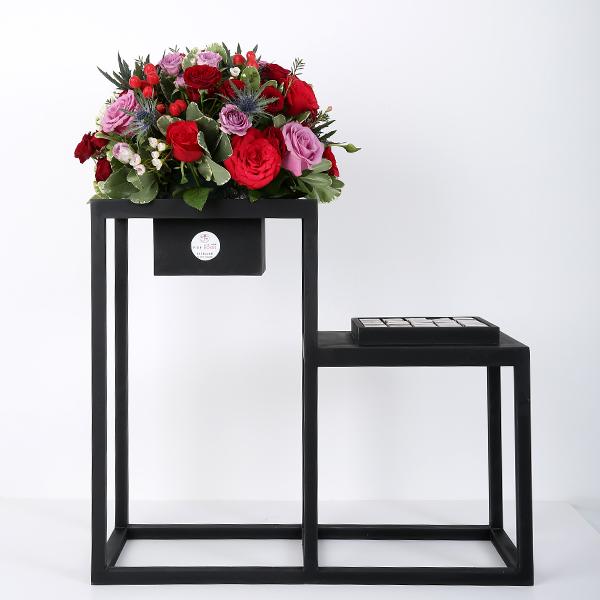 ستاند ورد وشوكولاتة - أسود 'باقة زهور'