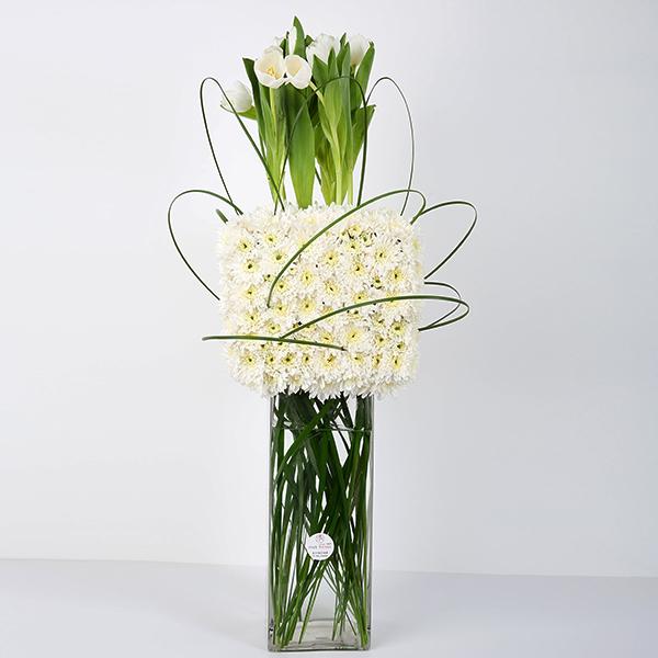 وايت تاور  'زهور مع قاعدة'