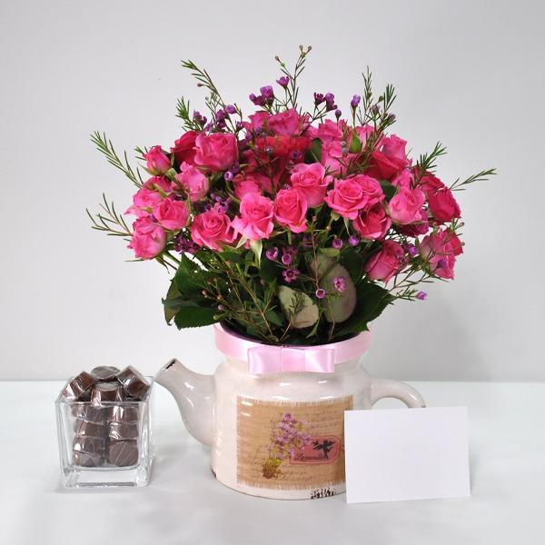زهور متنوعة ومزهرية سلة هدية