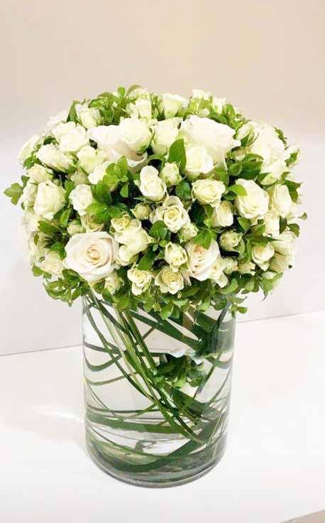وايت زهور مع قاعدة