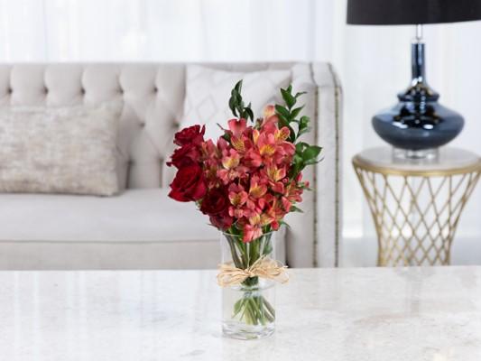 برستي زهور مع قاعدة